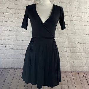 Dresses & Skirts - Wrap Dress S